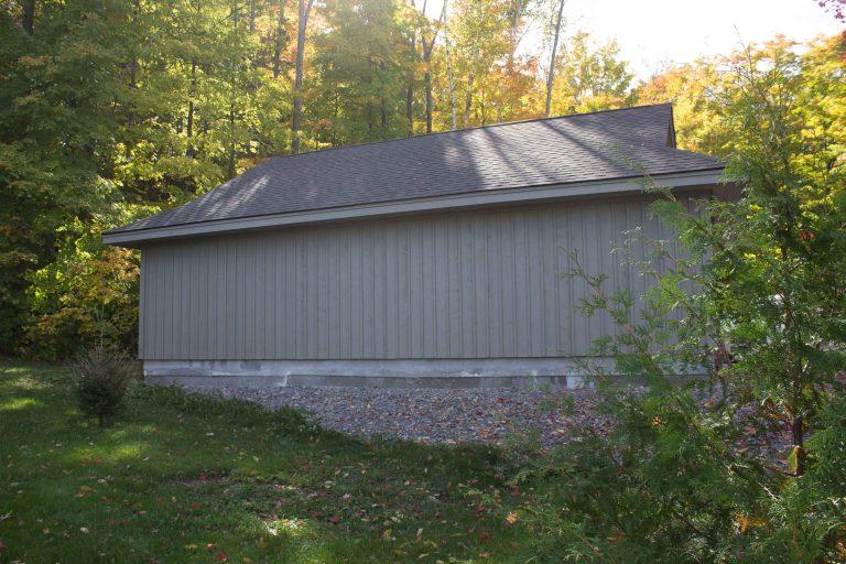 Buckhorn garage- lakeside exterior side