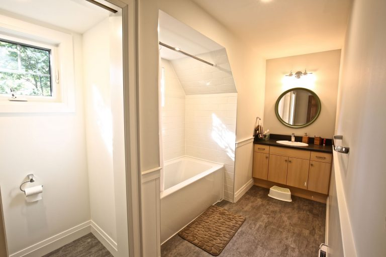 Custom Built Island Cottage - Guest Bathroom