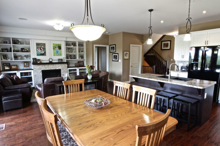 Custom Home Lakefield - Dining Room