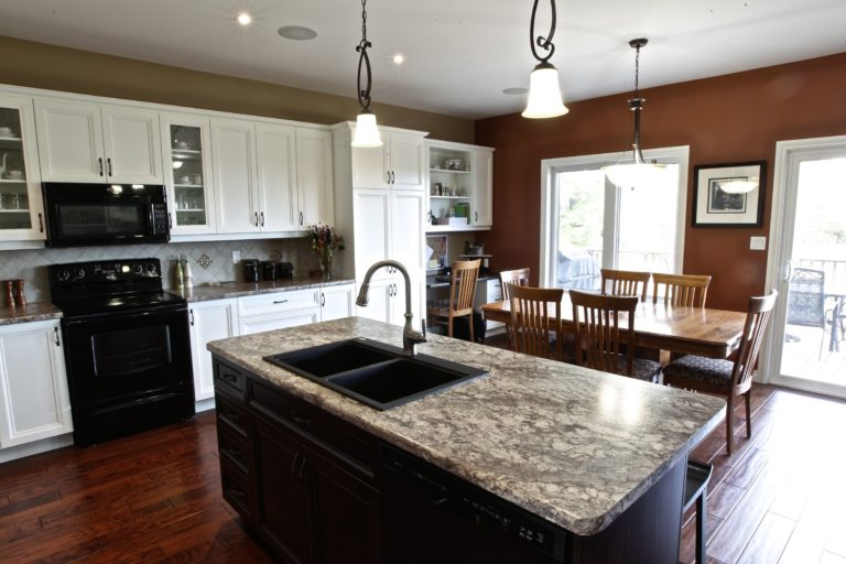 Custom Home Lakefield - Kitchen and Dining