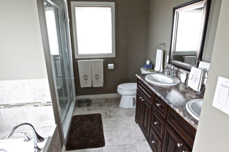 Custom Home Lakefield - Bathroom